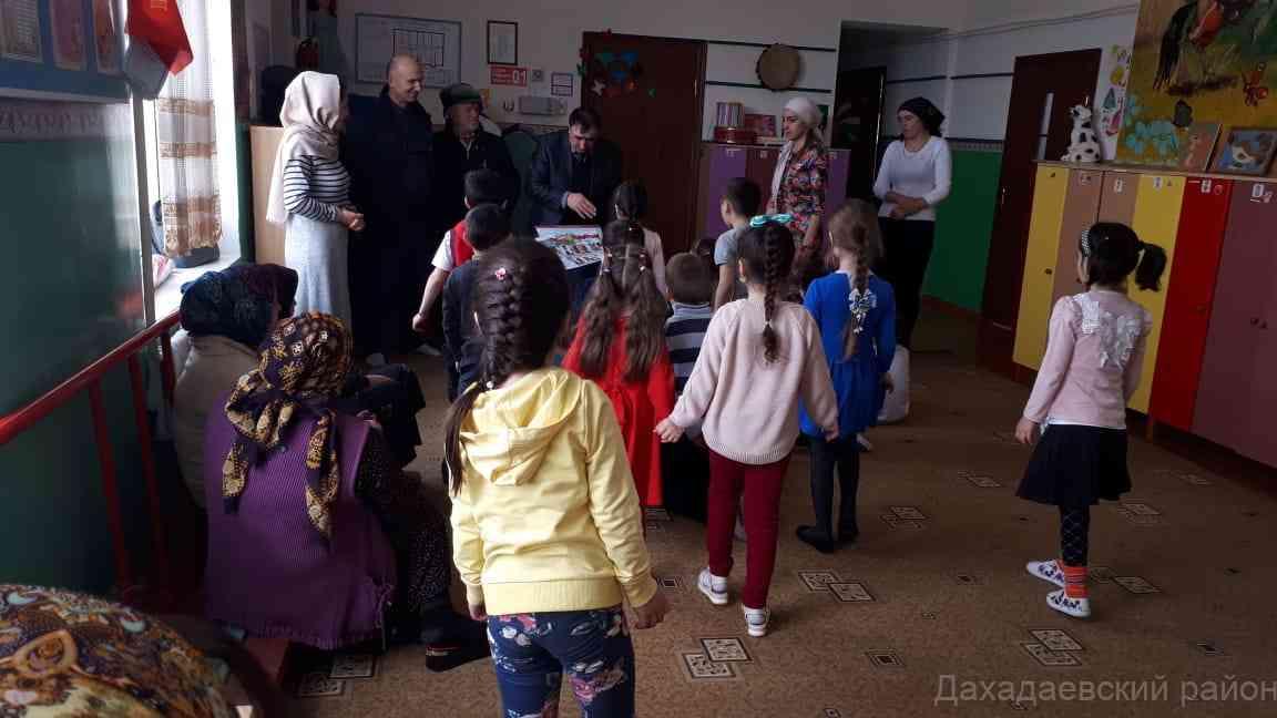Накануне, работники МЧС Дахадаевского района посетили учреждения дошкольного образования муниципалитета, встретились с воспитанниками и работниками учреждений.