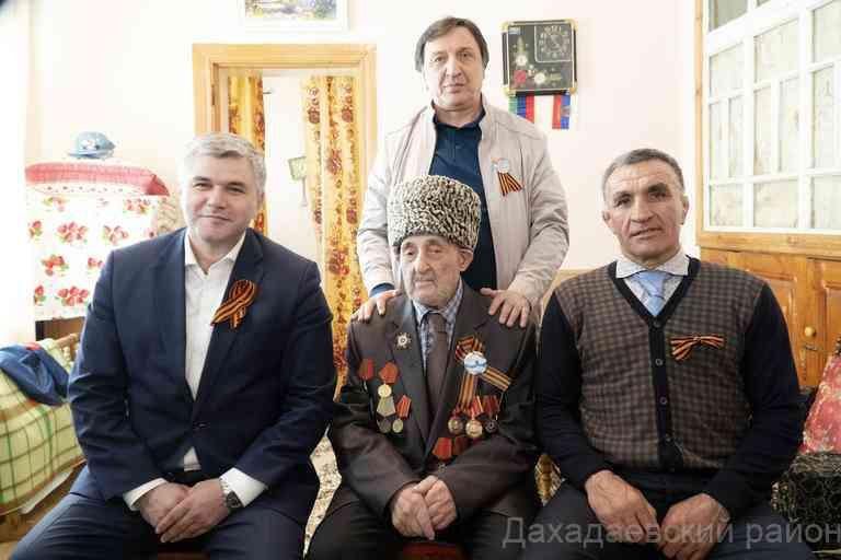 Ветерана ВОВ Раджаба Рабаданова из Дахадаевского района поздравили с 74-й годовщиной Победы