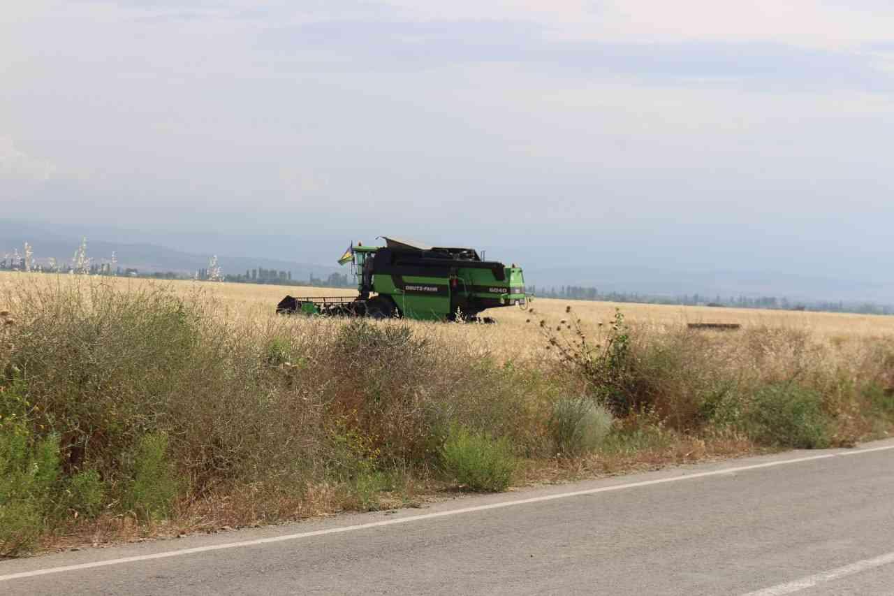 В Дахадаевском районе продолжается уборка зерновых.