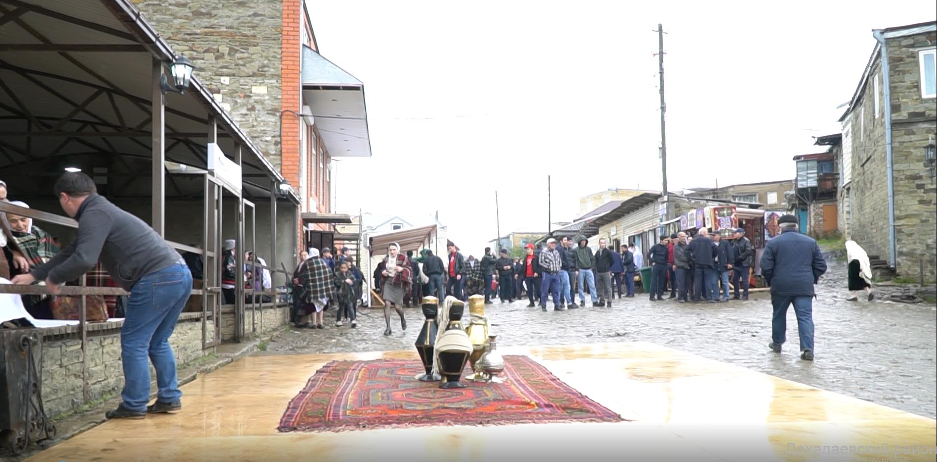 Джарулла Омаров поприветствовал участников I фестиваля народных промыслов Юга России.
