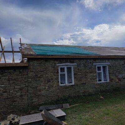 В Дахадаевском районе, в рамках мероприятий по улучшению воздушно-теплового режима в школах проводят ремонт.