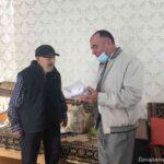 Участнику Великой Отечественной войны Раджабу Рабаданову вручили телефон с бесплатной мобильной связью