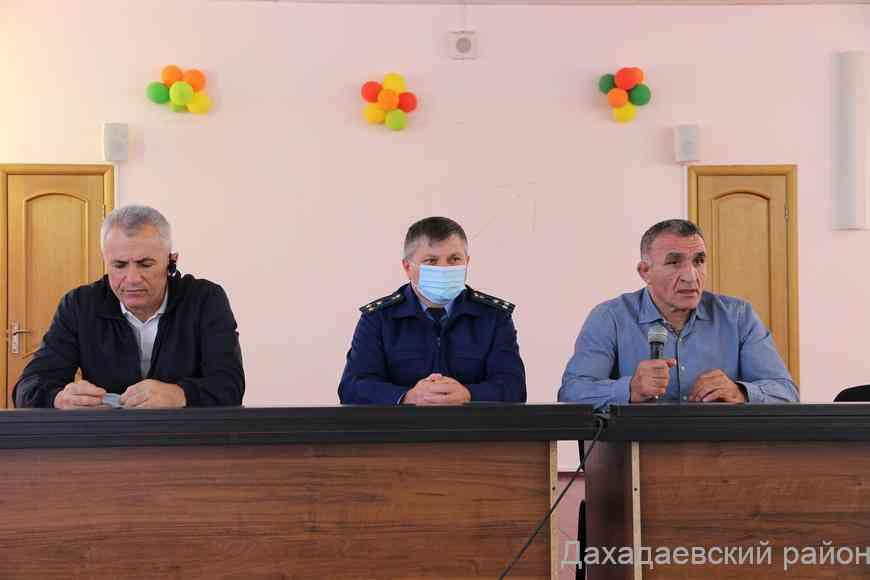 Совещание директоров по повышению правовой грамотности прошло в Дахадаевском районе