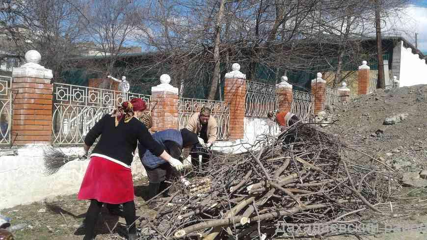 Работники Дома культуры Дахадаевского района провели субботник