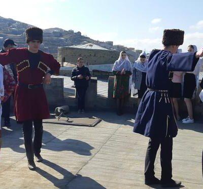 Традиционные танцы приуроченные ко Дню танца прошли в селении Кубачи.