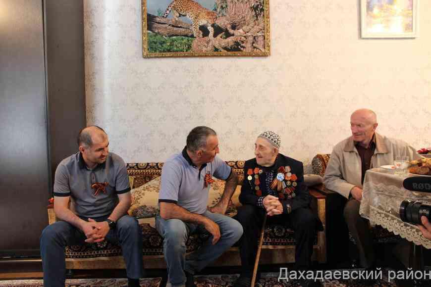 Джарулла Омаров навестил ветерана Великой Отечественной войны Раджаба Рабаданова