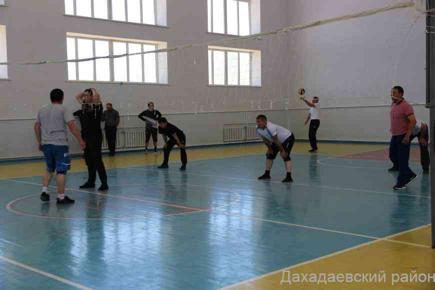 Турнир по волейболу, приуроченный 76-й годовщине Победы, проходит в Дахадаевском районе